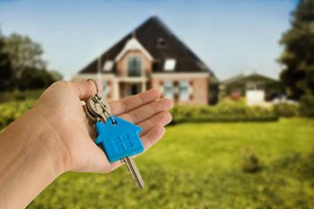 US home sales plummet to 6-year low in December